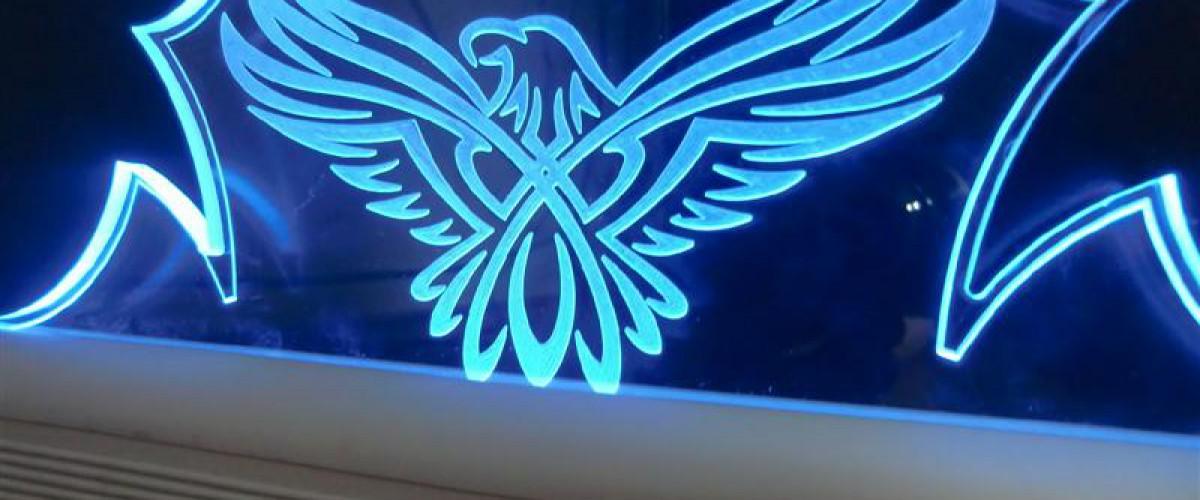 Plexiglas / Acrylaat led verlichte (reclame) bordjes.